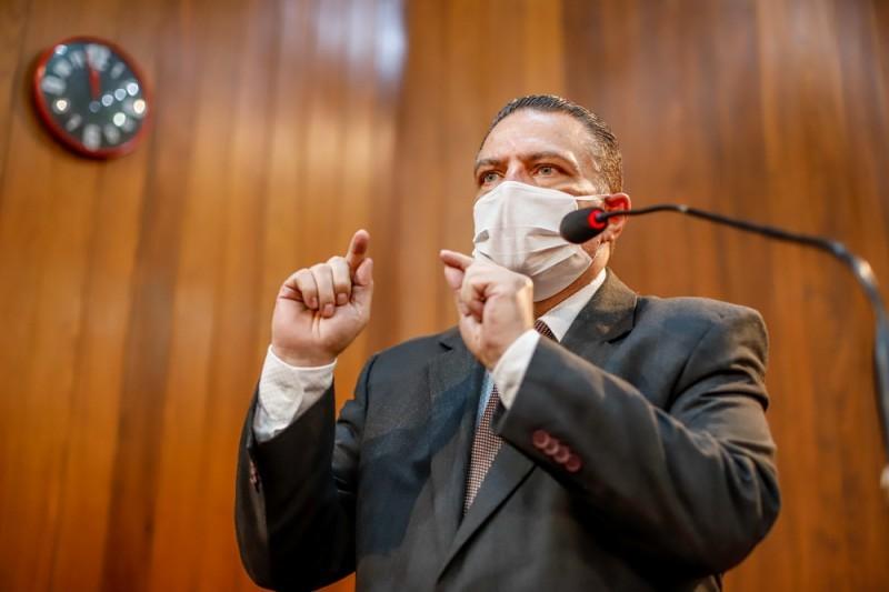 Governador sanciona projeto do deputado Gessivaldo que obriga maternidades orientarem sobre engasgo