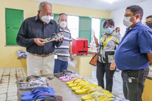 Doutor Pessoa entrega certificados na pastoral do povo de rua