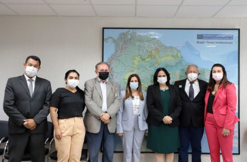 Ministra Damares garante a Doutor Pessoa construção da Casa da Mulher Brasileira Teresina
