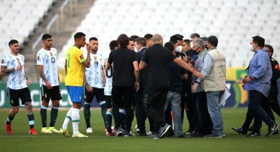 Jogo  Brasil x Argentina é interrompido por descumprimento de normas sanitárias