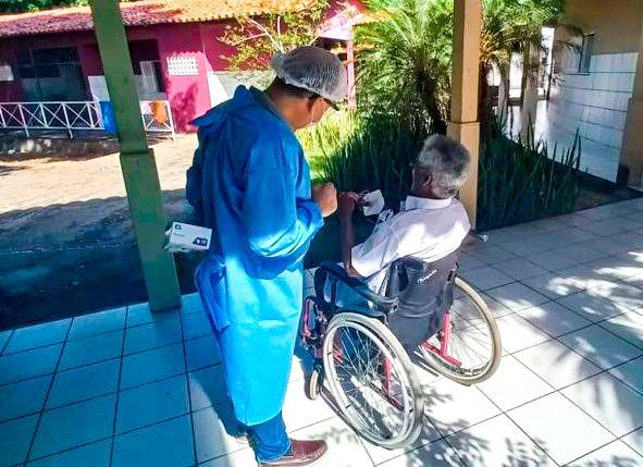 FMS realiza atendimento odontológico em abrigos de idosos