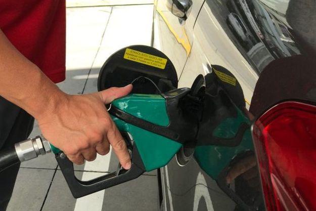 deputados debatem com a Petrobras preço dos combustíveis
