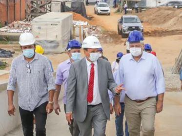 Wellington Dias e Florentino Neto visitam obras da Nova Maternidade que será concluída em dezembro