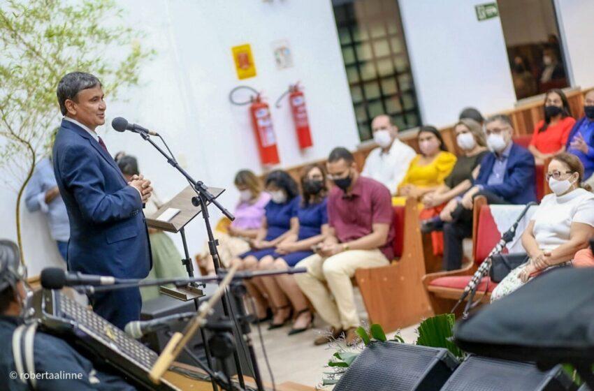Wellington Dias participa de culto em homenagem ao Dia do Piauí