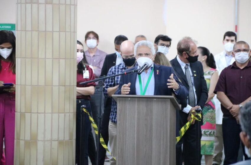 Senador Elmano participa de entrega de equipamentos no Hospital Universitário da UFPI