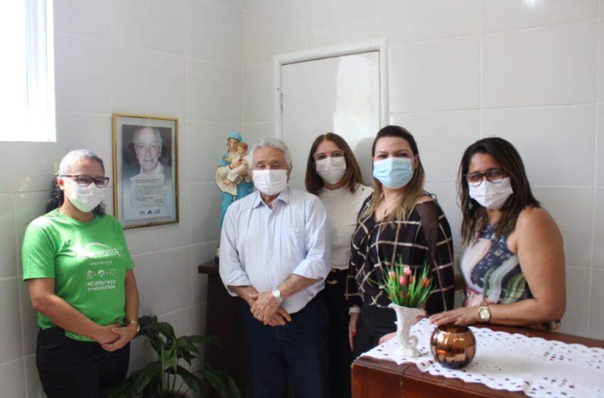 Senador Elmano destina emendas para Hospital São Carlos Borromeu