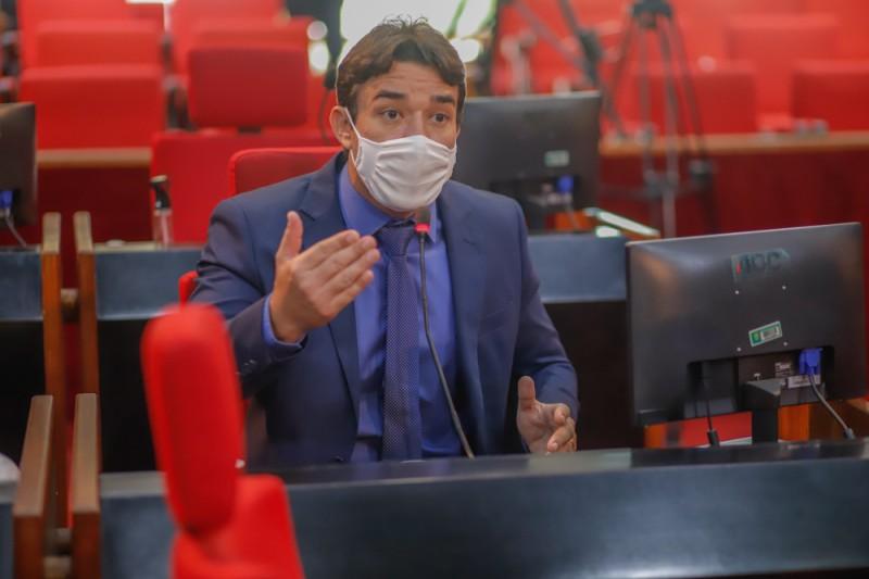 Deputado Marden acusa governo de enganar concursados